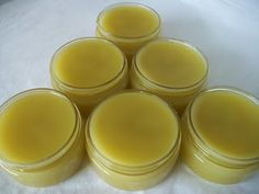 Learning how to make a salve is super simple and a lot of fun. There's so many different herbs, oils, EOs, and waxes you can use to craft your own salve! Comfrey Salve, Best Lip Balm, Young Living Oils, Lotion Bars, Beauty Recipe, Belleza Natural, Natural Cosmetics, Homemade Beauty, Natural Healing