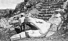 Ruins of the Maya; Index directory for Quintana Roo and Yucatan Peninsula of Mexico's famed archaeological zones. Insider information on what to see and where to stay. Ancient Aliens, Ancient Art, Ancient History, Aztec Ruins, Mayan Ruins, Archaeological Discoveries, Archaeological Site, Belize, Aztec Art