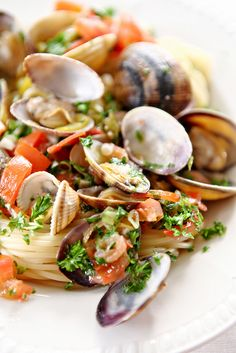 10 Spaghetti Alle Vongole Spaghetti With Ideas Orzo, Seafood Recipes, Pasta Recipes, Tapas, Sicilian Recipes, Happy Foods, Pasta Dishes, Food Inspiration, Recipes