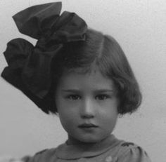 Henriette Lena Blok was sadly murdered in Sobibor Death Camp on May 1943 at age 7 Holocaust Memorial, Holocaust Children, Child Face, Lest We Forget, Yesterday And Today, Beautiful Soul, World War Two, History, Memories