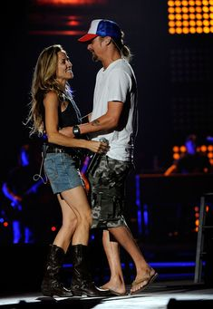 Kid Rock and Sheryl Crow Sheryl Crow, Country Singers, Country Music, Kid Rock Picture, Crow Costume, Cmt Music Awards, Bob Seger, Music Memes, Music Pictures