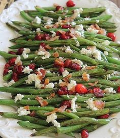 This cheesy zucchini quinoa is a great way to sneak in vegetables to a cheesy comforting dish that everyone will love. Green Beans With Cranberries, Green Beans With Bacon, Healthy Cooking, Healthy Recipes, Goat Cheese Recipes, Thanksgiving Side Dishes, Thanksgiving 2020, Best Cheese, Green Bean Recipes