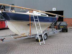 Wooden Sailboat, Wooden Boats, Sailing Dinghy, Sailing Yachts, Nautilus Submarine, All About Water, Small Sailboats, Boat Painting, Wooden Ship