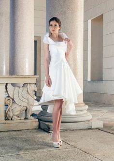 Nice, short wedding dress with high collar and great stepped skirt of Giuseppe Papini