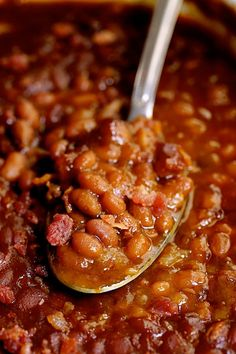 Kicked-Up Canned Baked Beans is an easy and delicious way to make ordinary canned baked beans taste as though you made them from scratch! #beans #bakedbeans #sidedishes #beansidedishes Canned Baked Beans, Homemade Baked Beans, Baked Bean Recipes, Vegan Recipes Easy, Homemade Food, Bushs Baked Beans Recipe, Simple Baked Beans Recipe, Baked Beans From Scratch, Backed Beans