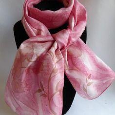 702c71ca3cc8 Echarpe foulard en soie peint main rose