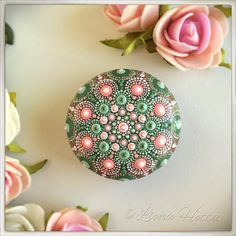 This pink and green rose Mandala Stone is inspired by my wedding diadema (on one of the pics you can see part of it), which I made myself... I have enjoyed so much creating it and happy to put it out there for you to fall in love with it too. It is approx. 4.5 cm. diameter and it is sealed with matt varnish. It is suitable for indoors use. Please handle with care and do not sumerge in water or leave long time in direct sunlight. The back of the stones is not painted (look for my signature…