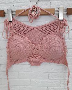 Купальник выполнен под заказ, уже на пути к своей хозяйке, в город Москва. Детали были взяты из трех разных купальников. Я человек… Crochet Summer Tops, Crochet Bikini Top, Crochet Shorts, Crochet Blouse, Cute Crochet, Crochet Clothes, Knit Crochet, Crochet Stitches, Crochet Patterns
