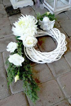 Znalezione obrazy dla zapytania stroiki na wszystkich świętych zrób sam Grave Flowers, Cemetery Flowers, Funeral Flowers, Funeral Floral Arrangements, Modern Flower Arrangements, Tissue Flowers, Faux Flowers, Ikebana, Cemetary Decorations