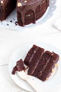 Triple chocolate pie with haselnuts