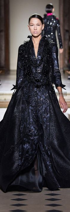 Julien Fournié Fall-winter V Hi Fashion, Catwalk Fashion, Modern Fashion, Couture Fashion, Fashion Models, Fashion Dresses, Fashion Looks, Elie Saab, Julien Fournié
