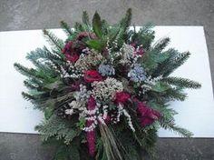"Dušičková kytice menší ""buchta"" Christmas Wreaths, Christmas Decorations, Xmas, Holiday Decor, Funeral Flowers, Ikebana, Flower Power, Floral, Plants"