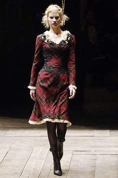 Alexander McQueen Fall 2006 Ready-to-Wear Fashion Show - Querelle Jansen (Women)