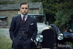 A gallery of Peaky Blinders publicity stills and other photos. Featuring Cillian Murphy, Paul Anderson, Helen McCrory, Joe Cole and others. Michael Peaky Blinders, Peaky Blinders Thomas, Peaky Blinders Suit, Finn Cole, Joe Cole, Peaky Blinders Merchandise, Cillian Murphy Tommy Shelby, Peaky Blinder Haircut, Tweed Run