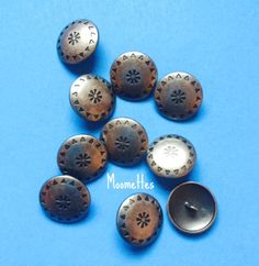 10 Carved Silver 22mm Pewter Finish Metal Sewing Buttons Craft Embellishments Rustic Button Destash