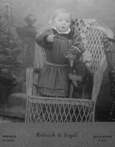 Fotografía en formato de gabinete de Ribnick y Segal - a través de Carol Hardijzer Base Image, Port Elizabeth, Central Asia, African History, Best Dogs, Dog Breeds, Terrier, Pets, People