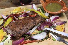 Uno de los cortes más populares en México. ideal para preparar una rica carne asada. Aquí te mostramos una deliciosa marinada para arrachera que va a ser legendaria. Los sabores de las especies con el vino tinto le aportan un sabor exquisito a la carne.