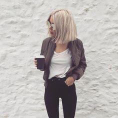 short straight hair style idea for blonde - October 06 2019 at Best Short Haircuts, Short Hairstyles For Women, Straight Hairstyles, Blonde Hairstyles, Layered Hairstyles, Amazing Hairstyles, Glasses Hairstyles, Short Straight Hair, Short Hair Cuts