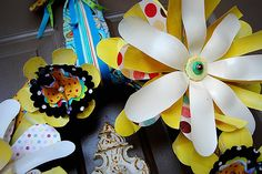 Whimsical Spring Wreath - Tatertots and Jello Recycled Crafts, Diy Crafts, Recycled Dress, Pop Bottles, Family Crafts, Flower Making, Whimsical, Daisy, Recycling