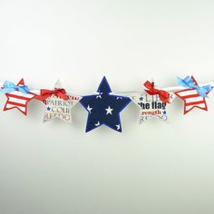 Star Banner In The Hoop Project Machine Embroidery Design Applique Patterns done In-The-Hoop 4 sizes Owl Embroidery, Machine Embroidery Designs, Simple Embroidery, 4th Of July Decorations, Christmas Decorations, Bunting, Motifs D'appliques, Couture Main, Tissu Minky