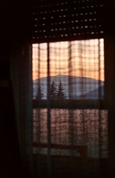 Something about this picture weirdly gives me a little deja vu even though I've never been to a place with that exact kind of scenery...I guess it's just the looking out of the window thing and the general longing feeling of it, but I dunno... *shrug*