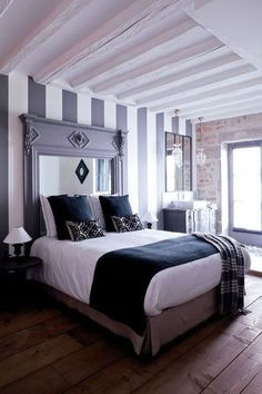 Nice bedroom / jolie chambre | More photos http://petitlien.fr/chambrepoutres