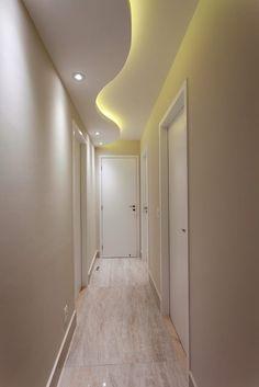 Navegue por fotos de Corredores, halls e escadas modernos bege: . Veja fotos com as melhores ideias e inspirações para criar uma casa perfeita.