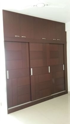 Here you will find photos of interior design ideas. Get inspired! Wardrobe Laminate Design, Wall Wardrobe Design, Sliding Door Wardrobe Designs, Wardrobe Interior Design, Bedroom Cupboard Designs, Bedroom Closet Design, Bedroom Furniture Design, Bedroom Cupboards, Modern Wardrobe Designs