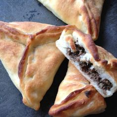 Lebanese Meat Pies (Sfeehas) | thelemonbowl.com | #lebanesefood #meatpies #pie #savory #dinner #groundbeef