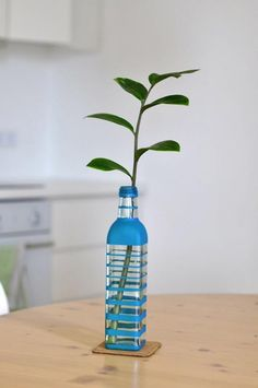 Cómo hacer un jarrón pintado reciclando botellas