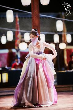 Ra On's Beautiful Dance in Moonlight Drawn by Clouds