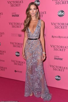 and Gigi Hadid dazzle at Victoria's Secret Fashion Show Elegance: Josephine Skriver was a picture of elegance in a sheer lilac gown embellished wi.Elegance: Josephine Skriver was a picture of elegance in a sheer lilac gown embellished wi. Stylish Dresses, Elegant Dresses, Beautiful Dresses, Pink Carpet, Red Carpet Dresses, Brown Carpet, Modelos Victoria Secret, Fashion Show Party, Party Mode