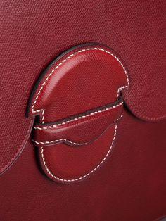 Hermès Vintage porte-documents en cuir Polo Club, Marco Polo, Saddle Bags, Hoop Earrings, Fabrics, Leather, Shop Class, Molle Pouches, Earrings