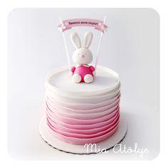 Baby girl baby shower cake - Little rabbit