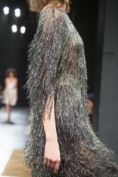 Badgley Mischka, Fall 2017 - Incredible Runway Details From New York's Fall Collections - Photos Fashion 2020, New York Fashion, Runway Fashion, High Fashion, Fashion Show, Fashion Outfits, Couture Details, Fashion Details, Fashion Design