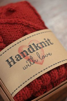 """Handknit With Love"" Free Printable Gift Tag."