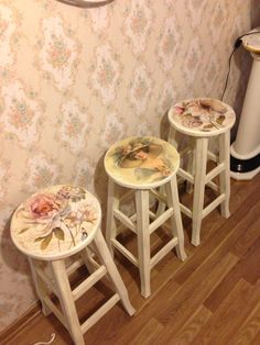 Pin by ✻ღ✻Rita Rorich✻ღ✻ on ♥Decoupage and furniture Painting♥ Decoupage Furniture, Hand Painted Furniture, Paint Furniture, Repurposed Furniture, Furniture Makeover, Vintage Furniture, Vintage Stool, Vintage Shabby Chic, Shabby Chic Homes
