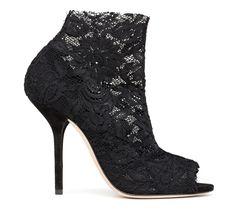 Les bottines en dentelle Dolce & Gabbana http://www.vogue.fr/mode/les-shoes-de-la-semaine/diaporama/les-bottines-en-dentelle-de-dolce-gabbana/14070