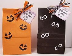 -Party Favors Inside: pretzels, pictures and party mix Halloween Goodie Bags, Halloween Class Party, Halloween Treats For Kids, Halloween Party Favors, Halloween Goodies, Halloween Items, Halloween Activities, Holidays Halloween, Halloween Decorations
