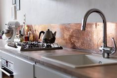 copper splash back. Think it deserves a better kitchen though! (Tail wagging the dog..?)