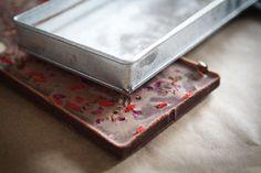 Torkkuja & Nokkosia: Suklaayllätys yllätysjuhlissa