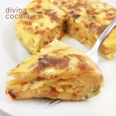 Potato omelette and sofrito recipe - Divina Cocina - This potato omelette and sofrito is an old recipe from my grandmother. Puts a different point on th - Gourmet Recipes, Mexican Food Recipes, Egg Tortilla, Sofrito Recipe, Spanish Dishes, Latin Food, Tapas, Good Food, Food Porn