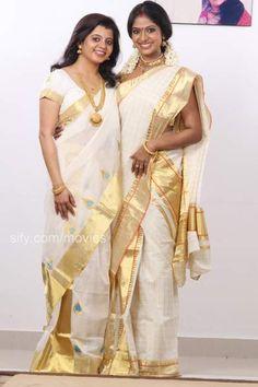 Supriya with Poornima.jpg (400×600)