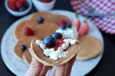 Naturlig søte og proteinrike havrepannekaker - LINDASTUHAUG Food And Drink, Breakfast, Snacks, Desserts, Diabetes, Nature, Tapas Food, Postres, Food Deserts
