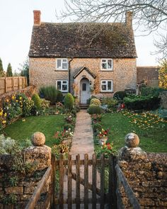 r/CozyPlaces - Stone cottage in the Cotswolds, England. Irish Cottage, Cute Cottage, Beautiful Homes, Beautiful Places, Cozy Place, My New Room, My Dream Home, Future House, Home And Garden