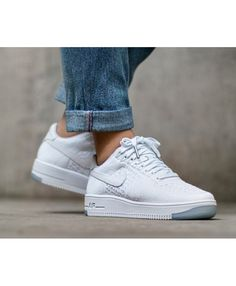 Nike air force one vernis blanches low. À trouver..!   Nike