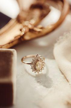 Wedding Ring Box, Bling Wedding, Beautiful Engagement Rings, Alternative Engagement Rings, Naruto Free, Champagne Diamond Rings, Casual Rings, Pear Ring, Yellow Gold Rings