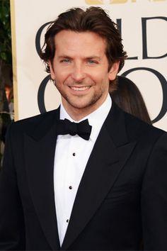 Aunque Bradley Cooper se quedó en la nominación a Mejor Actor, nosotras siempre ganamos al verlo en la red carpet.