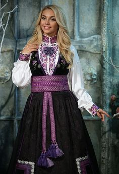 Beltestakk syrine Folk Costume, Costumes, Classy Outfits, Classy Clothes, Drawing Clothes, Victorian Era, Traditional Dresses, Culture, Fashion Outfits
