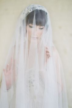Romantic wedding veil | Justina Bilodeau Photography | see more on: http://burnettsboards.com/2015/10/exquisite-jewel-toned-bridals/